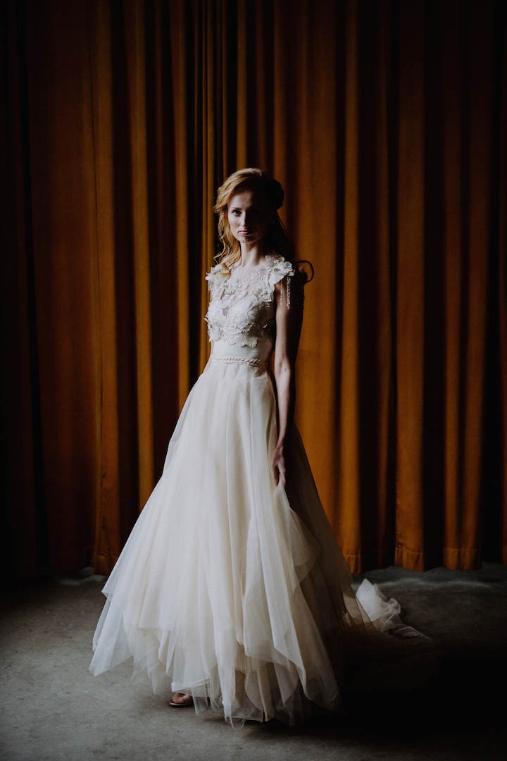 Handgemaakte vintage trouwjurk door Hanneke Peters Couture, Britt Laske Fotografie3, Imprint Weddings