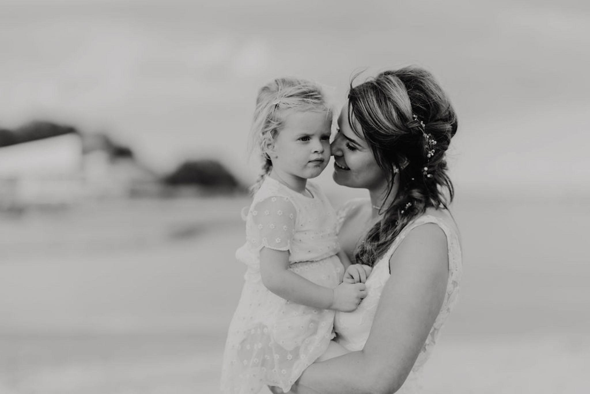 Hanneke Peters Couture - handgemaakte trouwjurk unieke trouwjurk laten maken, strandhuwelijk strand trouwjurk
